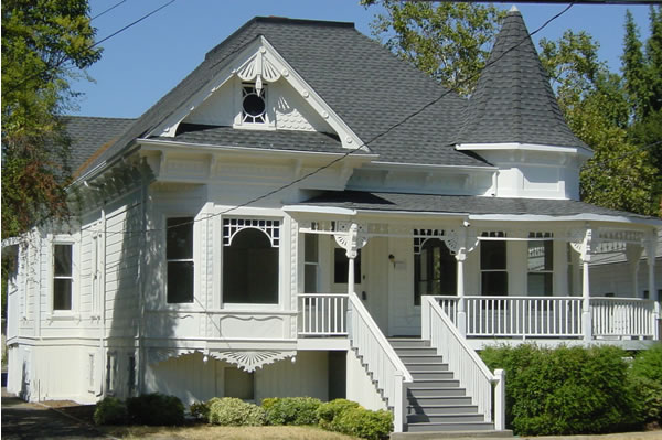 Healdsburg Victorian with five units in back